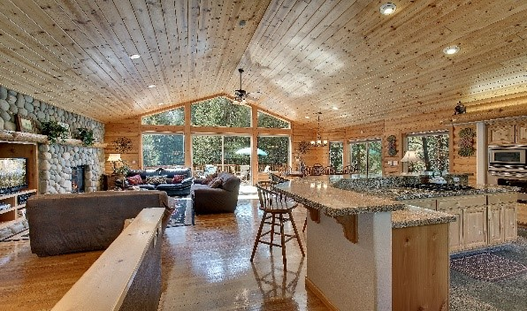 Luxurious Log home